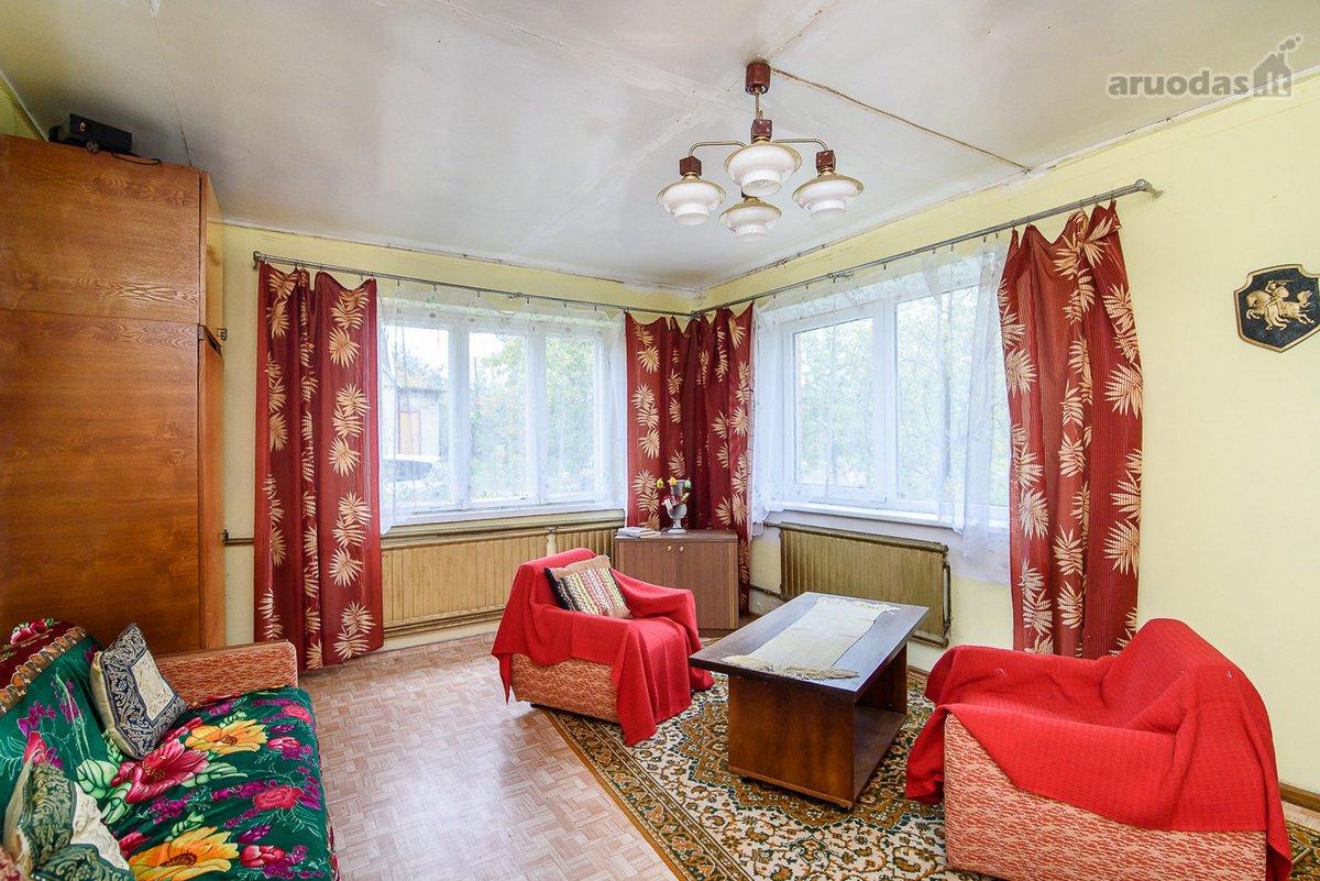 Parduodamas 103 kv. m mūrinis namas su 1,46