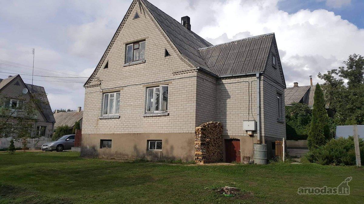 Parduodama mūrinio vieno aukšto namo dalis su