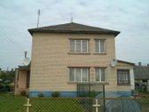 Parduodama pusė mūrinio gyvenamo namo (visas