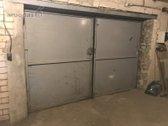 Garažas dviems automobiliams.